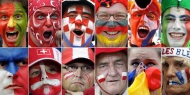 EURO 2008 - Fans mit bemalten  Gesichtern