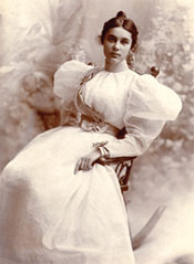 Anita Florence Hemmings passed as white in oredr to attend Vassar in 1897